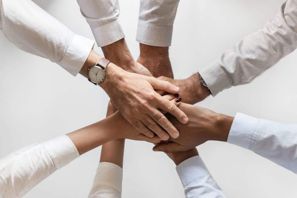 Work on a team - Pros and Cons of Being a Part-Time Real Estate Agent